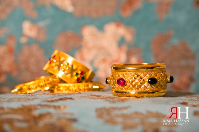 Amna-Saleh_Engagement_Dubai_Wedding_Photographer_Rima_Hassan_gold_jewelry