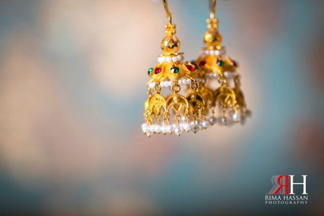 Amna-Saleh_Engagement_Dubai_Wedding_Photographer_Rima_Hassan_gold_earrings