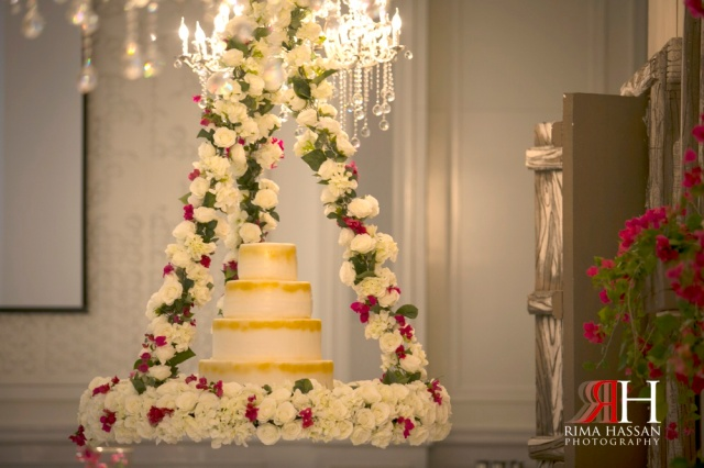 Hyatt_Regency_Dubai_Wedding_Photographer_Rima_Hassan_kosha_cake
