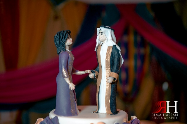 Jumeirah_Dubai_Wedding_Photographer_Rima_Hassan_cake_top