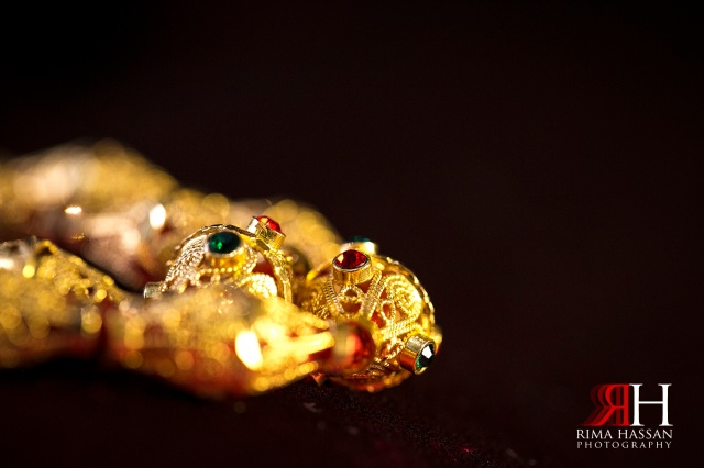 Engagement_photography_milcha_Wedding_Photographer_Dubai_UAE_Rima_Hassan_gold_chain_detail