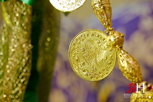 Henna_Wedding_Female_photographer_Dubai_UAE_Rima_Hassan_bridal_gold_jewelry_necklace_detail