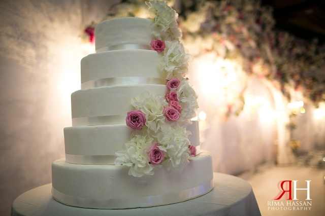 InterContinental_Festival_Dubai_Wedding_Female_Photographer_UAE_Rima_Hassan_stage_kosha_decoration_omar-gold_cake