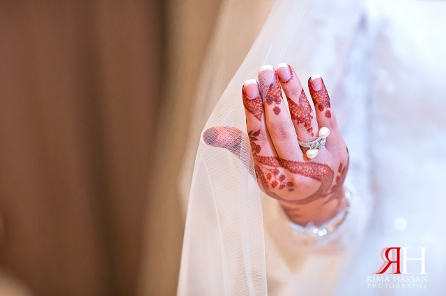 Aloft_Abu-Dhabi_Wedding_Female_Photographer_Dubai_UAE_Rima_Hassan_bridal_diamond_jewelry_henna