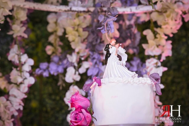Rotana_Beach_Abu-Dhabi_Wedding_Female_Photographer_Dubai_UAE_Rima_Hassan_kosha_stage_decoration_cake_topper