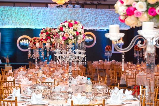 Bustan_Rotana_Female_Wedding_Photographer_Dubai_UAE_Rima_Hassan_kosha_decoration_stage_centerpieces