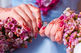 Engagement_Sharjah_Wedding_Female_Photographer_Dubai_UAE_Rima_Hassan_bride_bouquet_hands