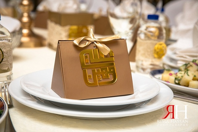 JW_Marriott_Wedding_Female_Photographer_Dubai_UAE_Rima_Hassan_kosha_decoration_stage_party-favor