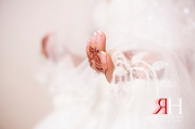 Hyatt_Regency_Creek_Wedding_Female_Photographer_Dubai_UAE_Rima_Hassan_bride_hands