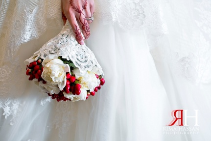 al-jawaher_sharjah_wedding_female_photographer_dubai_uae_rima_hassan_bridal_bouquet_qasr-al-joori