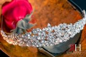 al-jawaher_sharjah_wedding_female_photographer_dubai_uae_rima_hassan_bridal_jewelry_crown