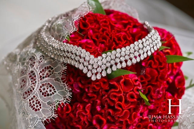 al_jawaher_sharjah_wedding_dubai_female_photographer_rima_hassan_bridal_jewelry_necklace