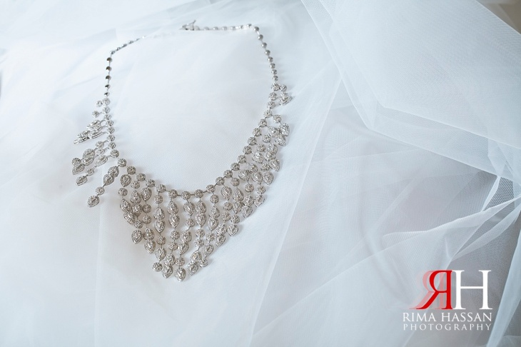 Trade_Center_Wedding_Female_Photographer_Dubai_UAE_Rima_Hassan_bride_jewelry_necklace
