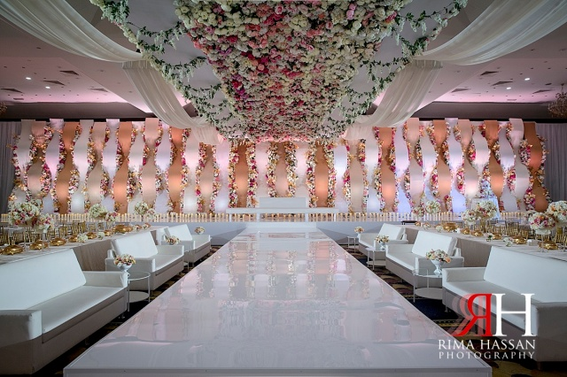 Trade_Center_Wedding_Female_Photographer_Dubai_UAE_Rima_Hassan_kosha_stage_omar_gold_decoration