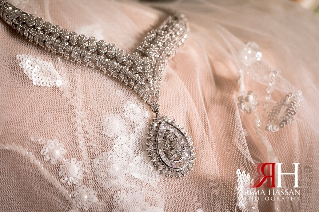 aloft_abu_dhabi_female_wedding_photographer_rima_hassan_bridal_jewelry_necklace