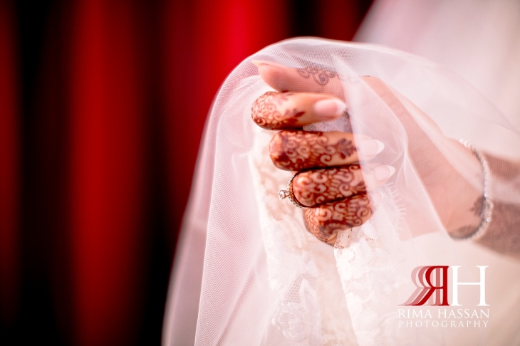 bustan_rotana_dubai_female_wedding_photographer_rima_hassan_bride_hand