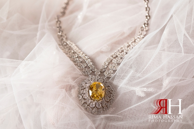 ajman_kimpinski_wedding_dubai_female_photographer_rima_hassan_bridal_jewelry_necklace