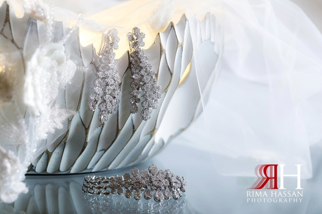 al-jawaher_sharjah_female_wedding_photographer_rima_hassan_jewelry_bride_bracelet_earrings