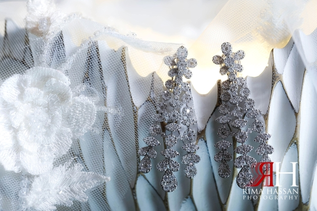 al-jawaher_sharjah_female_wedding_photographer_rima_hassan_jewelry_bride_earrings