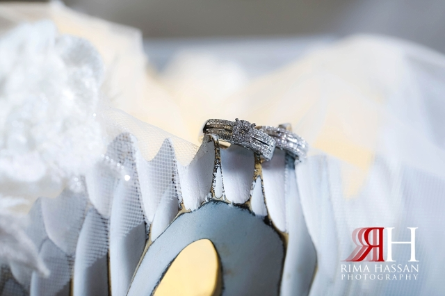 al-jawaher_sharjah_female_wedding_photographer_rima_hassan_jewelry_bride_ring_band