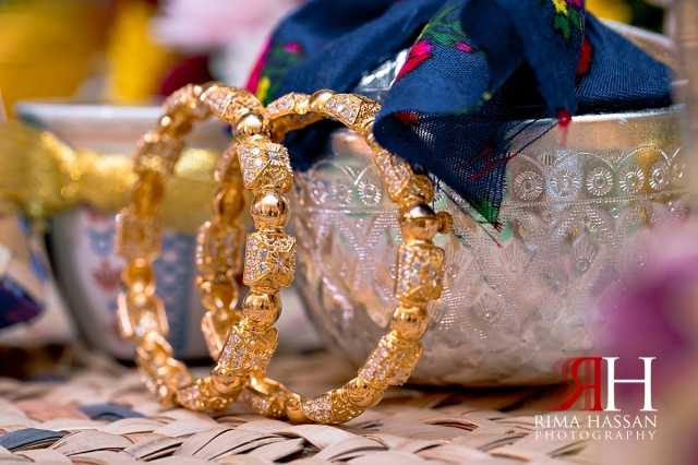 zabeel_ladies_club_dubai_female_henna_photographer_rima_hassan_gold_jewelry_bangles