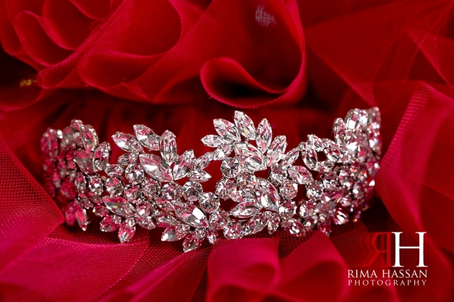 grand_hyatt_wedding_dubai_female_photographer_rima_hassan_bridal_jewelry_crown_dar-tijan