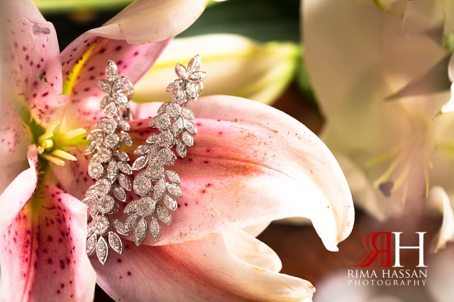 grand_hyatt_wedding_dubai_female_photographer_rima_hassan_bridal_jewelry_earrings