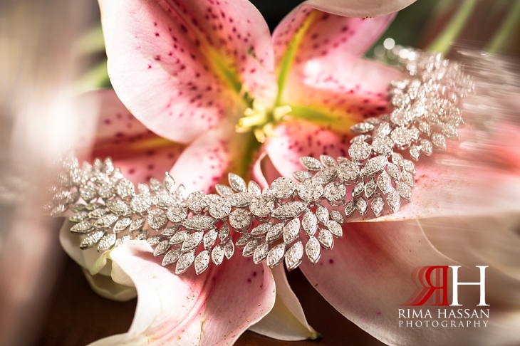 grand_hyatt_wedding_dubai_female_photographer_rima_hassan_bridal_jewelry_necklace