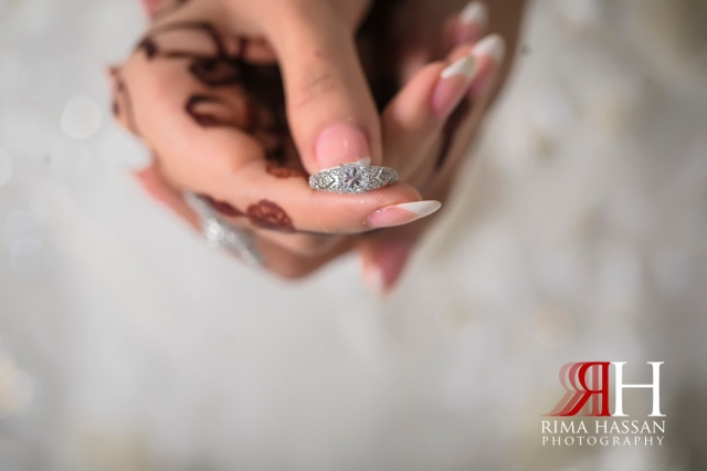 Royal_Hall_Khorfokan_Wedding_Female_Photographer_Rima_Hassan_bride_hand