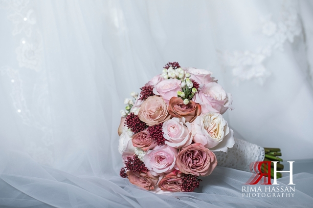 InterContinental_Festival_Wedding_Female_Dubai_Photographer_Rima_Hassan_bride_dentel_bouquet