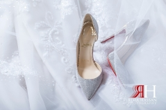 InterContinental_Wedding_Female_Dubai_Photographer_Rima_Hassan_bride_shoes