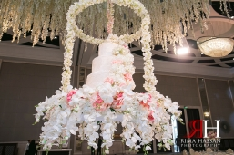 Saint_Regis_Saadiyat_Abu-Dhabi_Wedding_Female_Dubai_Photographer_Rima_Hassan_stage_decoration_kosha_hanging_cake