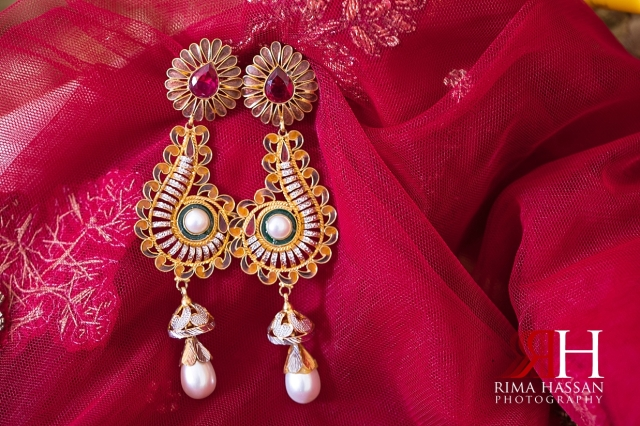 Indian_Henna_Female_Photographer_Dubai_Rima_Hassan_bride_earrings