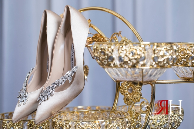 Murooj_Rotana_Wedding_Female_Dubai_Photographer_Rima_Hassan_bride_shoes_manolo_blahnik