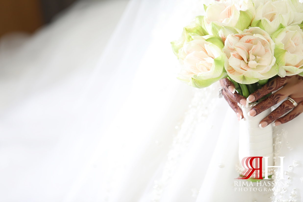 Novotel_Fujairah_Wedding_Female_Photographer_Rima_Hassan_bride_bouquet_hands
