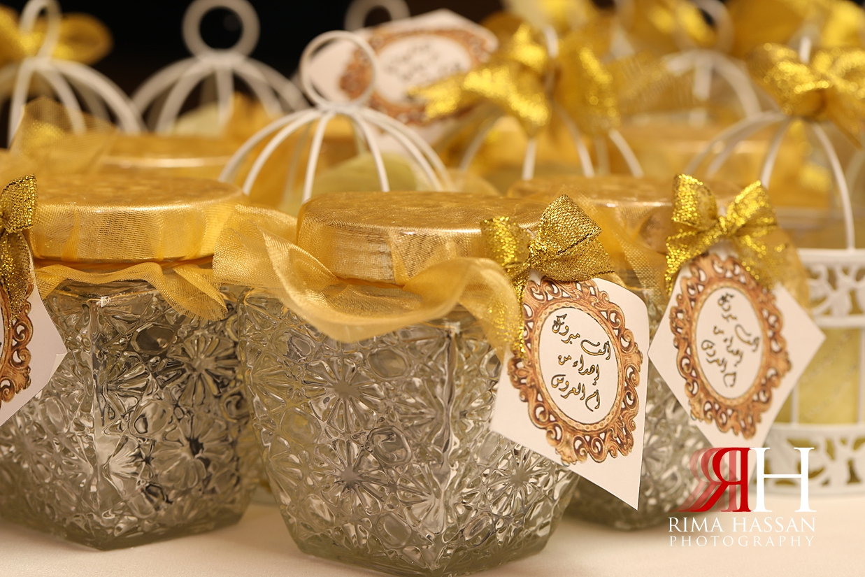 Novotel_Fujairah_Wedding_Female_Photographer_Rima_Hassan_kosha_stage_favor