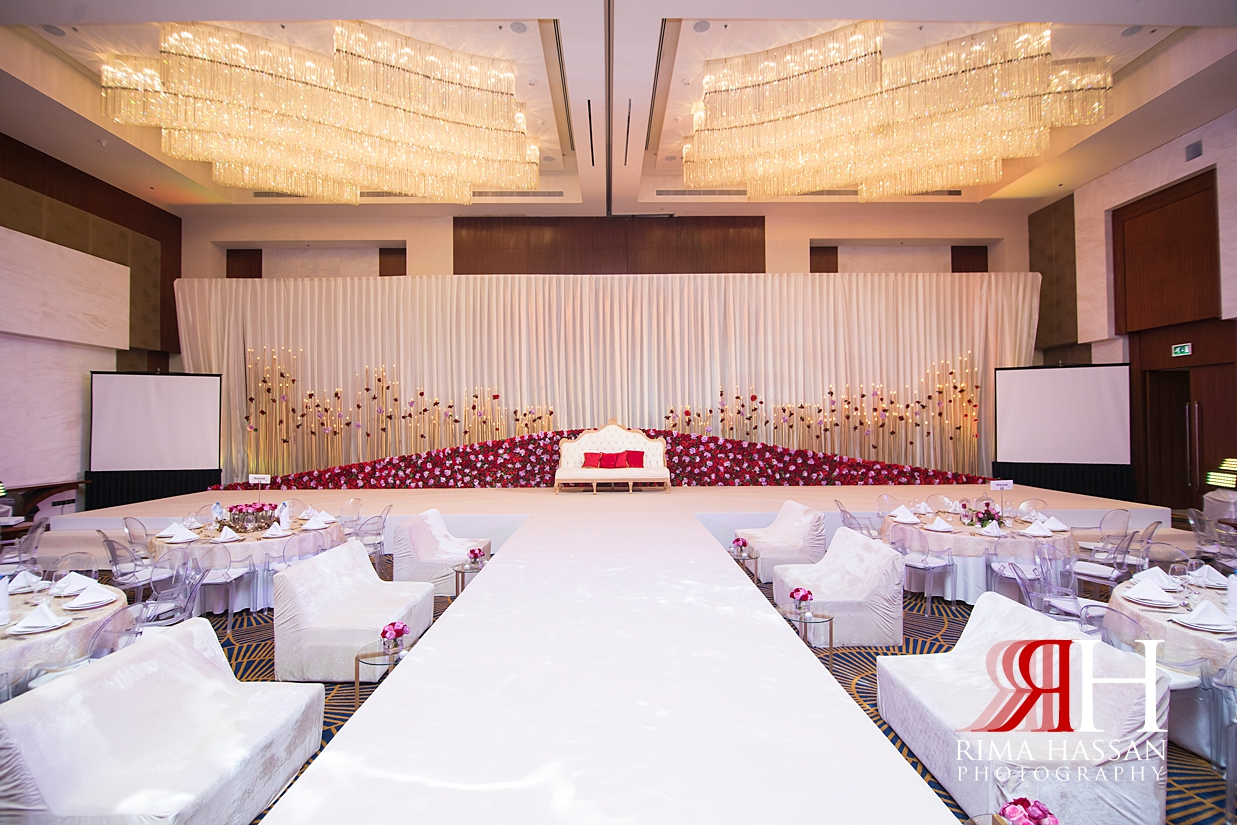 Marriott_Jaddaf_Wedding_Female_Dubai_Photographer_Rima_Hassan_stage_kosha_decoration_flower