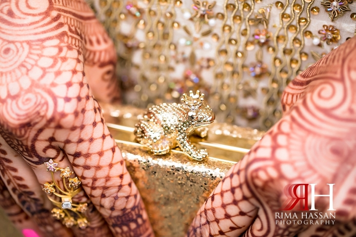 Hamlet_Golf_New_York_Wedding_Female_Dubai_Photographer_Rima_Hassan_bride_bag-clutch_frog