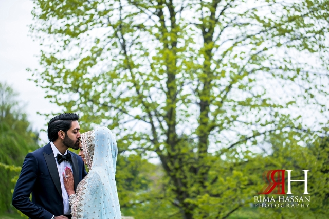 Hamlet_Golf_New_York_Wedding_Female_Dubai_Photographer_Rima_Hassan_bride_cinderella_groom_kissing