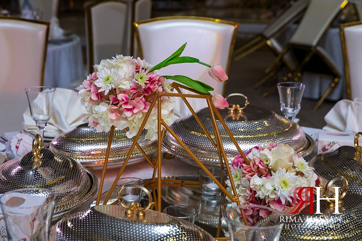 Jawaher_Sharjah_Wedding_Female_Photographer_Rima_Hassan_stage_decoration_kosha_centerpiece