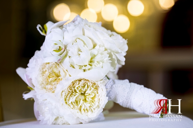 Barsha_Hall_Wedding_Dubai_Female_Photographer_Rima_Hassan_dantel_bride_bouquet