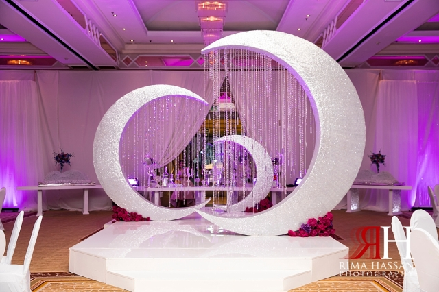 Crown_Plaza_Wedding_Dubai_Female_Photographer_Rima_Hassan_kosha_stage_decoration_ariel_entrance_moon