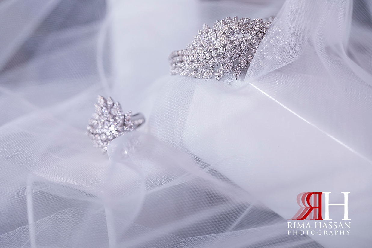 Mina_Salam_Wedding_Dubai_Female_Photographer_Rima_Hassan_bride_jewelry_bracelet