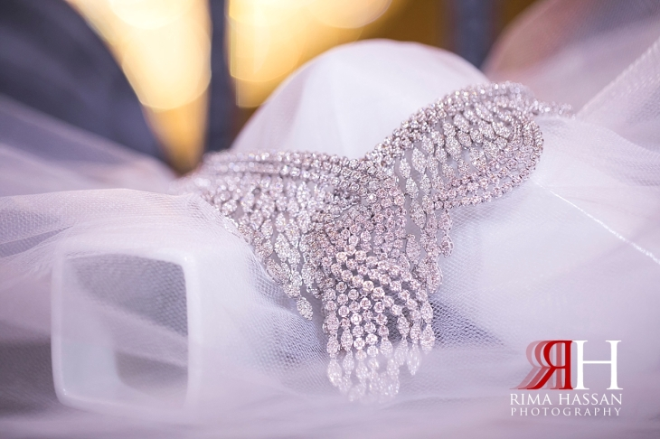 Mina_Salam_Wedding_Dubai_Female_Photographer_Rima_Hassan_bride_jewelry_necklace