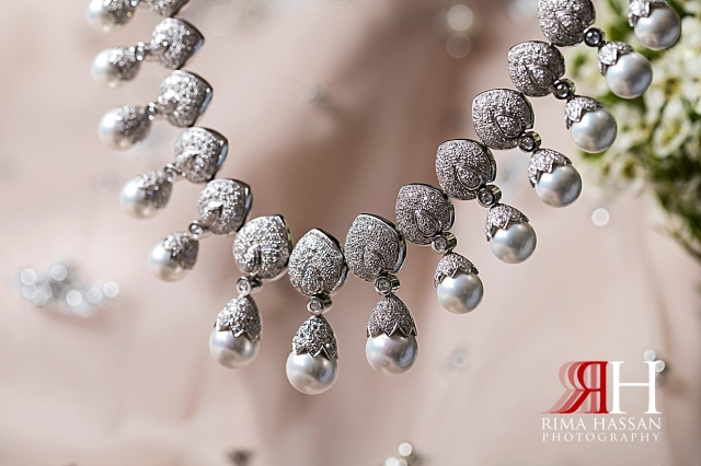 RAK_Engagement_Female_Photographer_Dubai_Rima_Hassan_bride_jewelry_necklace