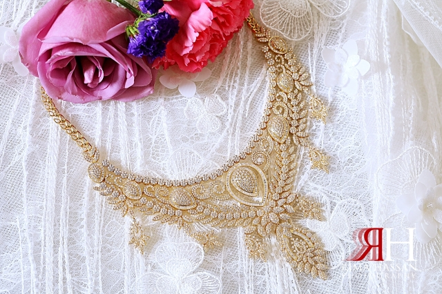 Mushrif_Abu-Dhabi_Wedding_Female_Photographer_Dubai_Rima_Hassan_bride_jewelry_necklace