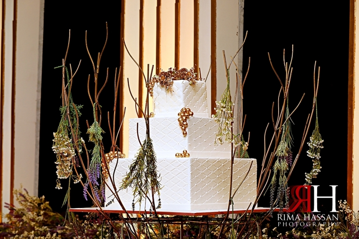 Barsha_Wedding_Female_Photographer_Dubai_Rima_Hassan_kosha_stage_decoration_cake