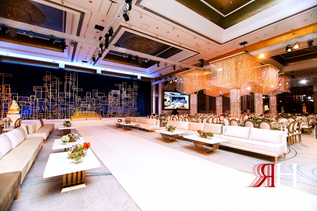 Grand_Hyatt_Wedding_Female_Photographer_Dubai_Rima_Hassan_kosha_stage_decoration_full