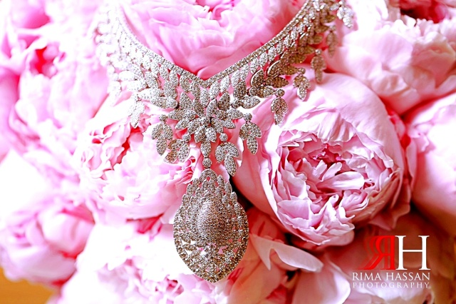 Intercontinental_Abu_Dhabi_Wedding_Female_Photographer_Dubai_Rima_Hassan_bride_jewelry_necklace