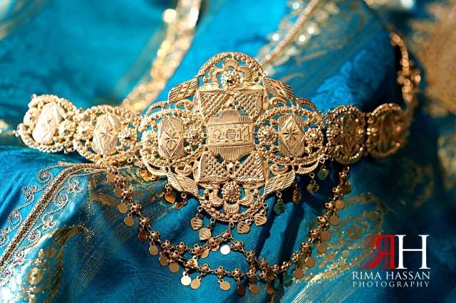 Jawaher_Sharjah_Henna_Female_Photographer_Dubai_Rima_Hassan_bride_jewelry_gold_belt